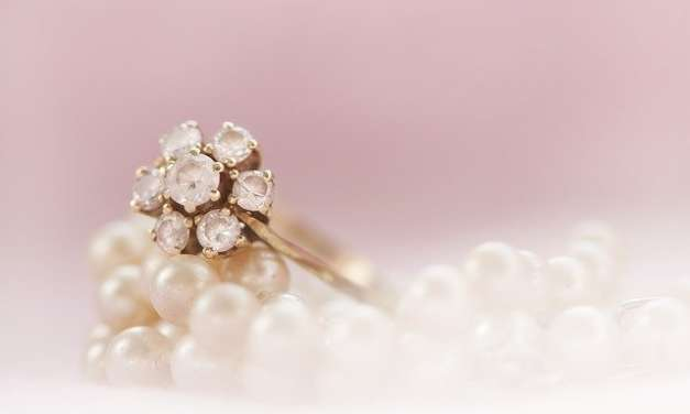 Guide To Selecting Gold and Platinum Wedding Rings