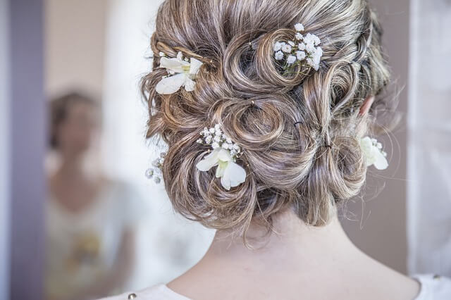 Wedding Hairstyle Tips for Deciding Wedding Updos
