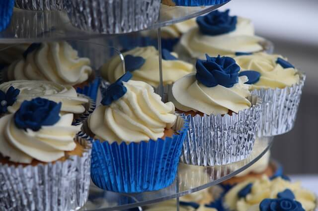 Cupcake-Like Wedding Event Favors At The Reception